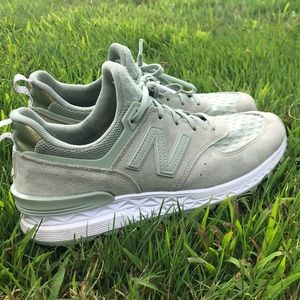Women's Size 9 Mint Edition New Balance 574's